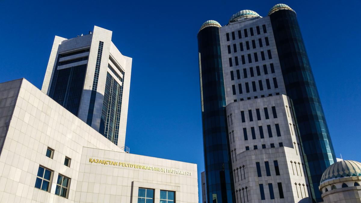Mehr Macht für das kasachische Parlament?