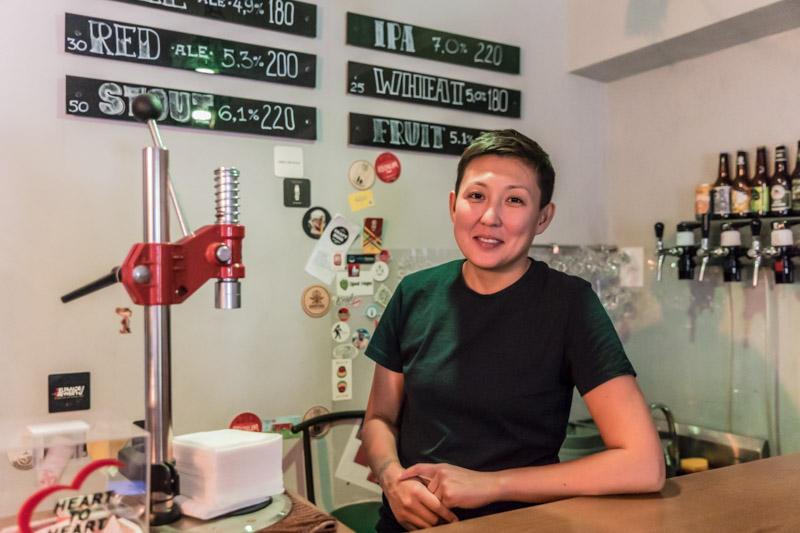 """Aida Mussulmankulova hat die Craft-Bier-Brauerei """"Save the Ales"""" in Bischkek gegründet"""