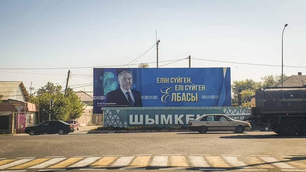 Kasachstan: Zwischen alten Strukturen und Neubeginn